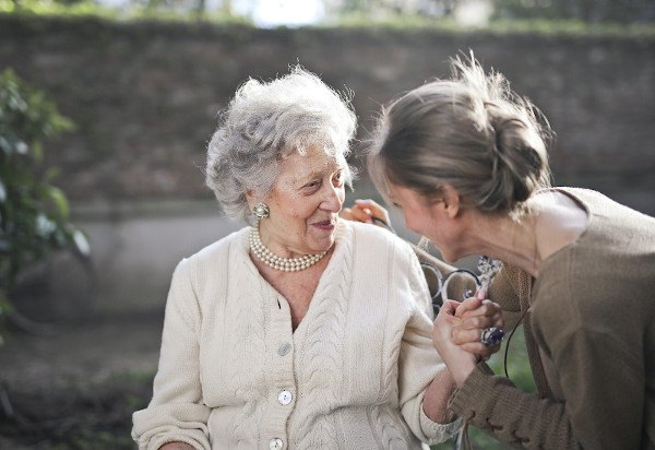 Best Ways to Help Move Person with Dementia