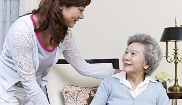 Five Ways to Keep an Eye on Your Senior's In Home Caregiver