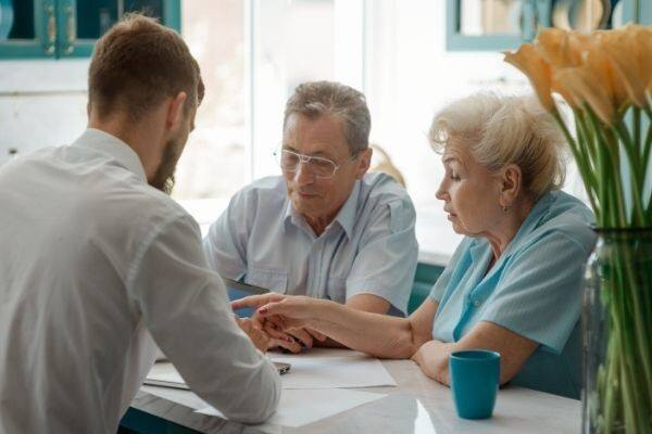 Three Issues to Discuss with Aging Parents Today